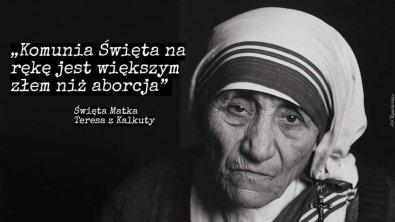 Matka_Teresa_komunia_na_reke